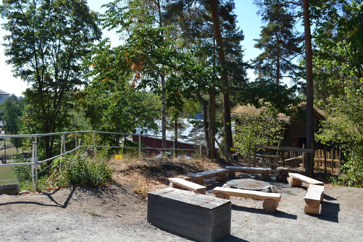 Tidenes bryllup på Norsk Folkemuseum, bålplassen ved Hovinkoia