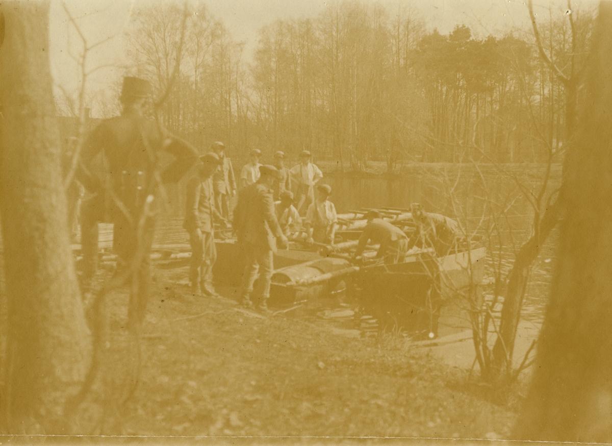 """Text i fotoalbum: """"Bock-arbeten. Skyttegravar på Lus-harpan."""""""