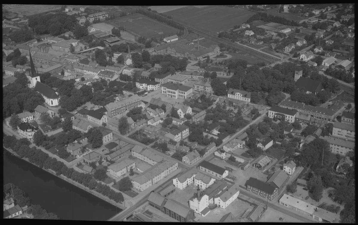 Flygbild över Arboga. Tagen 1956 av AB Flygtrafik Dals Långed.