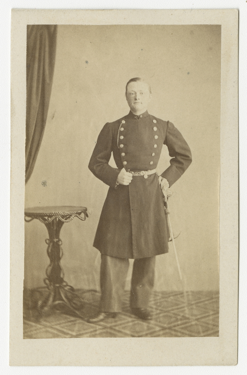 Porträtt av Theodor (Thore) Wilhelm Grönvall, underlöjtnant vid Västgöta regemente I 6.