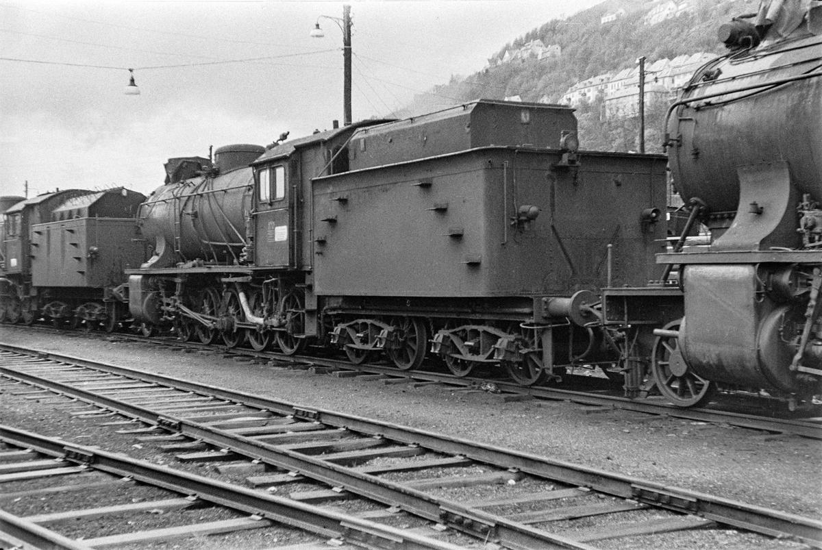 Hensatt damplokomotiv type 39a nr. 170 på Bergen stasjon.