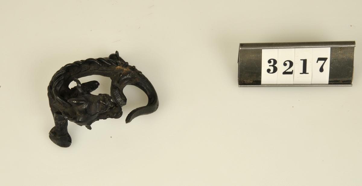 Miniatyr. Motiv i form av en drake.  Har tillhört de Adelsköldska samlingarna.