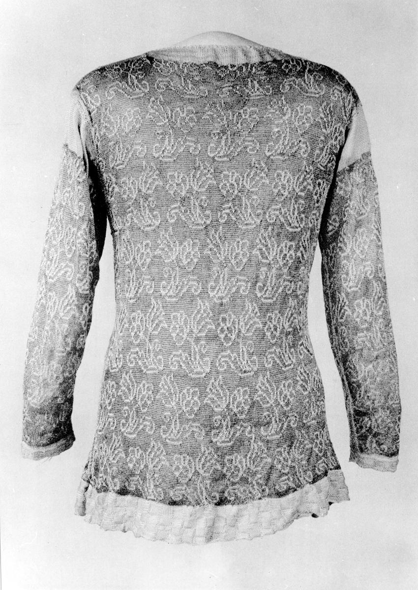 Stickad tröja från 1600-tal i Nordiska Museets samlingar