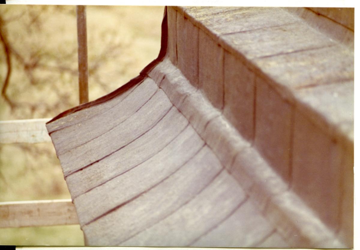 """Gunnilbo sn, kyrkan.  Färna/Bockhammars gravkor vid Gunnilbo kyrka. """"Hermanssonska gravkoret"""". Renovering 1973."""