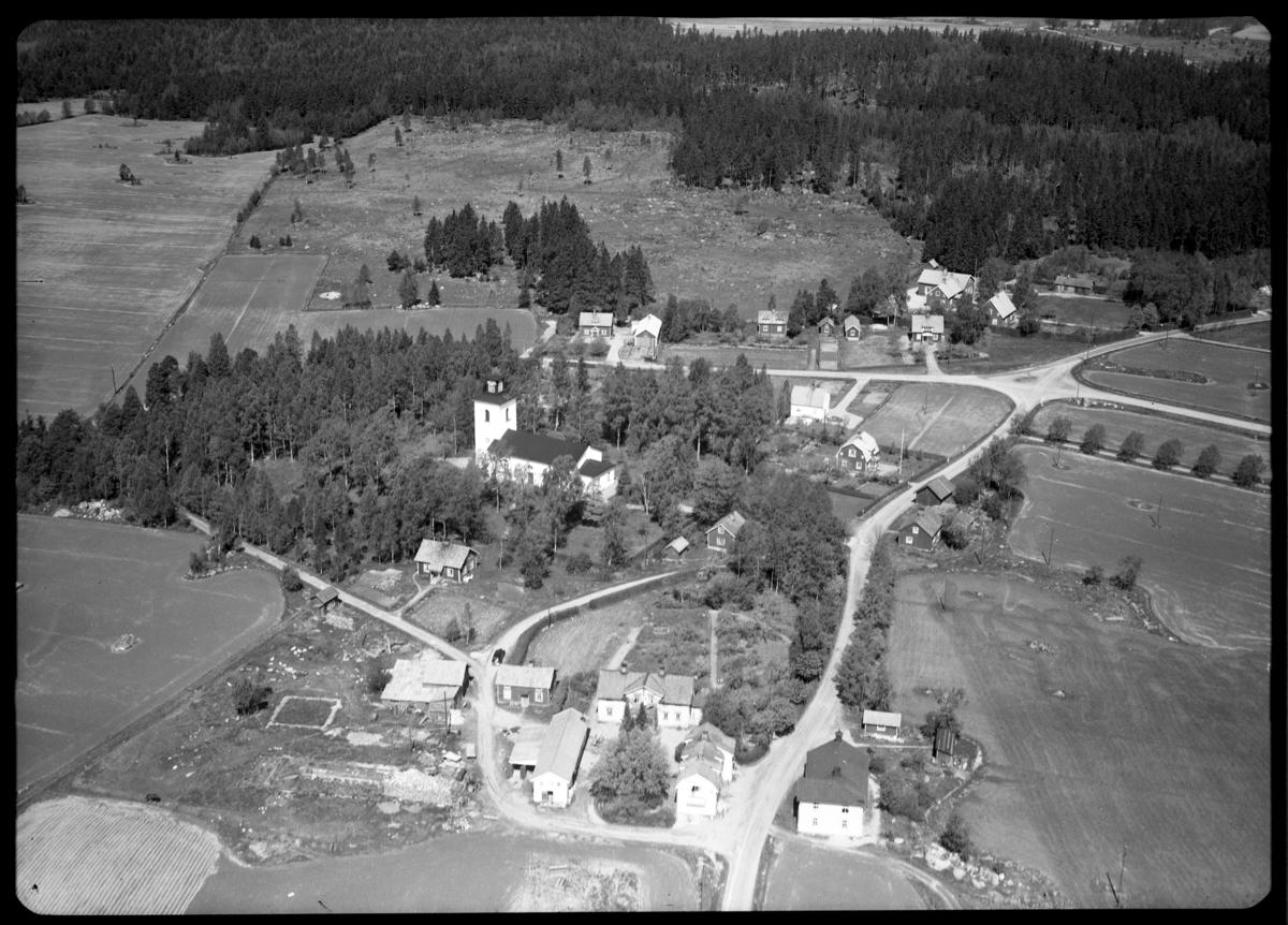 Flygfoto över Sevalla kyrka, Sevalla. Tagen av AB Flygtrafik Dals Långed.