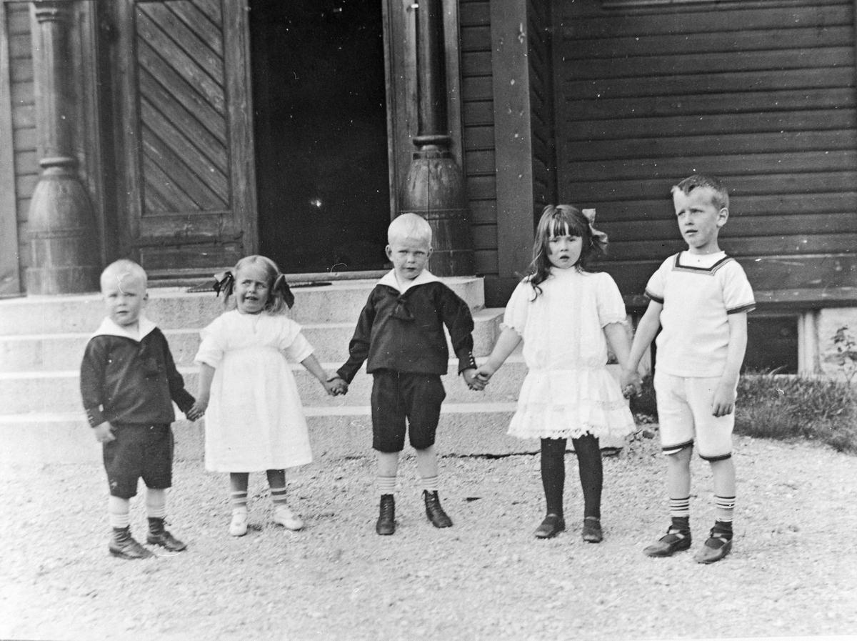 Gruppebilete, 5, barn, Rosengren (2), Petersson (2), ukjend (1)