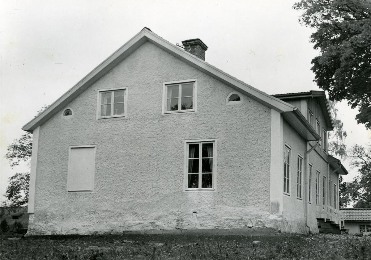 Kolbäck sn, Strömsholm. Ridskolan, Kungsladugården. Mangårdsbyggnad uppförd 1815.