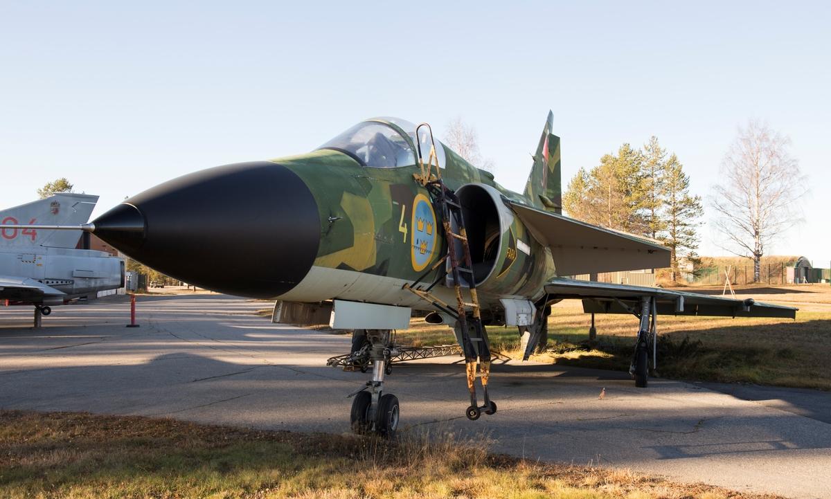 Fpl-nr: 38, 37378, levererades 1984 och tjänstgjorde på F 4. Flygplanet kasserades 2003 med en total flygtid på 2026 timmar. Det kom senare att placeras på FMV: Prov i Vidsel som skjutmål.