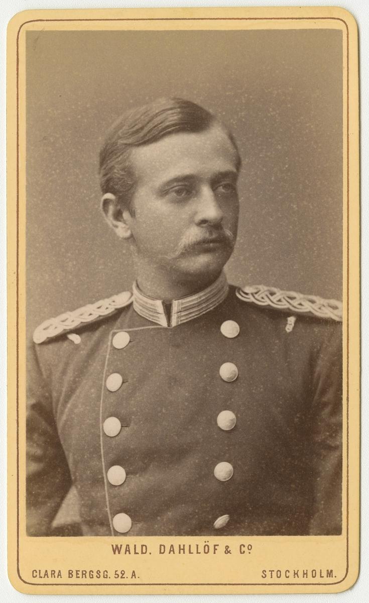 Porträtt av Anders Hugo Levin, officer vid Andra livgrenadjärregementet I 5.  Se även bild AMA.0007947 och AMA.0021773.