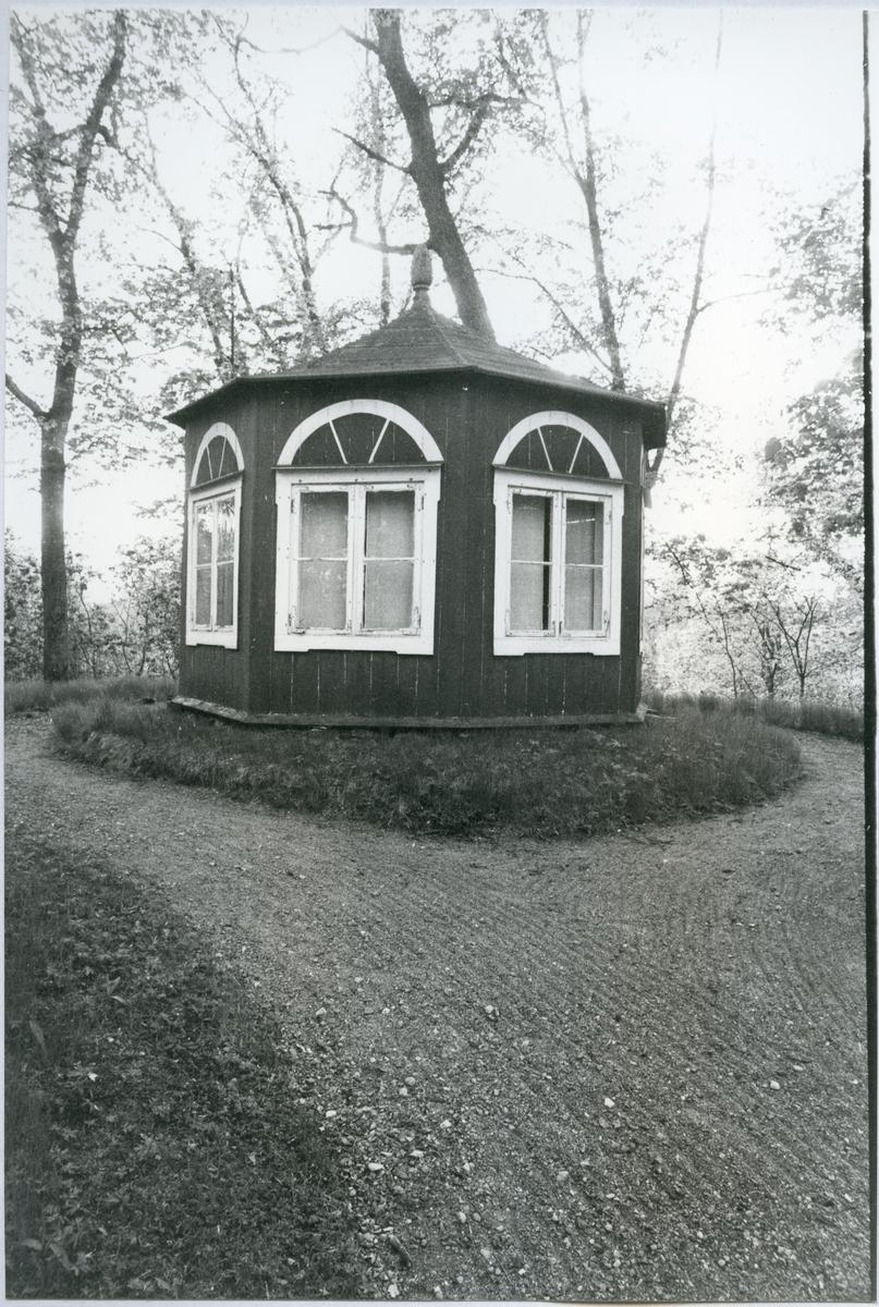 Hed sn, Bernshammar. Bruksherrgården, Kinesiska paviljongen. Troligen 1970-tal.