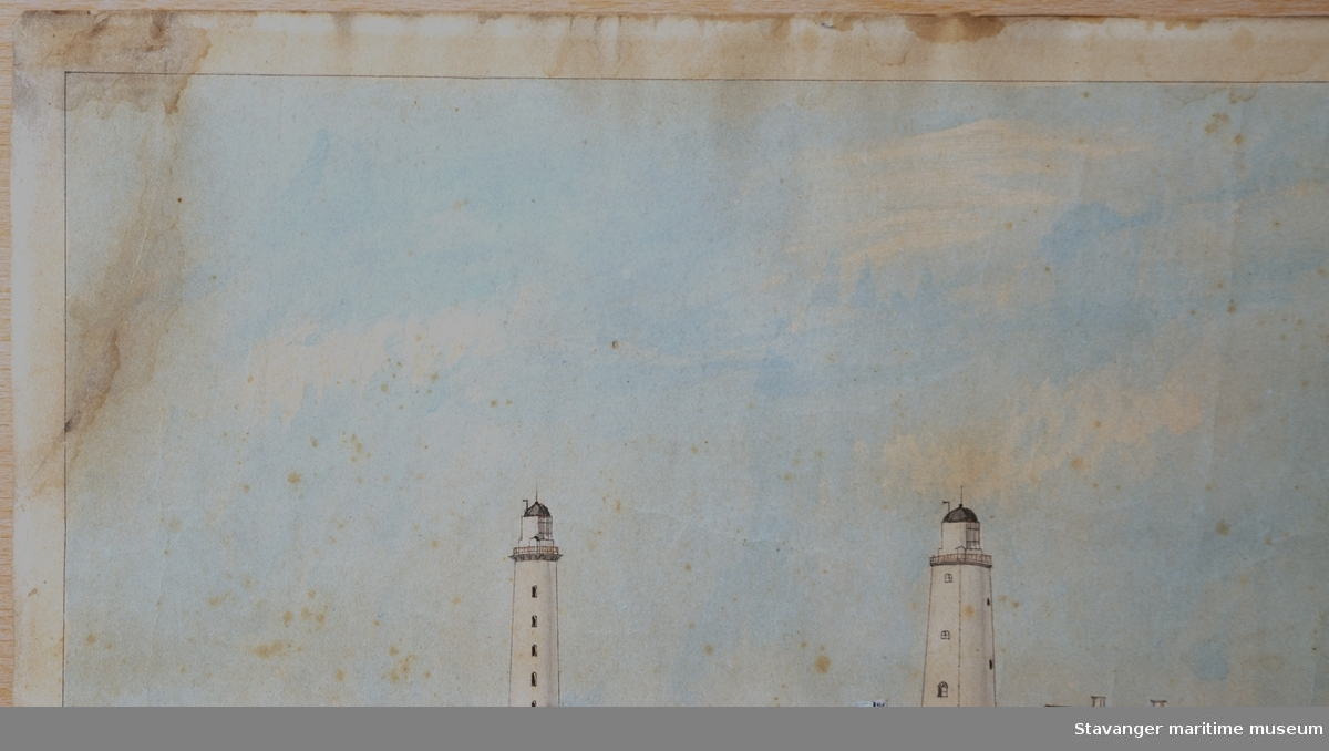 Motiv med tre fyrtårn og fyrbygninger på Lista, som alle var i drift samtidig i årene 1853 - 1873. Også steingjerder, beitemarker, kyr og personer er avbildet.  Akvarellen er usignert