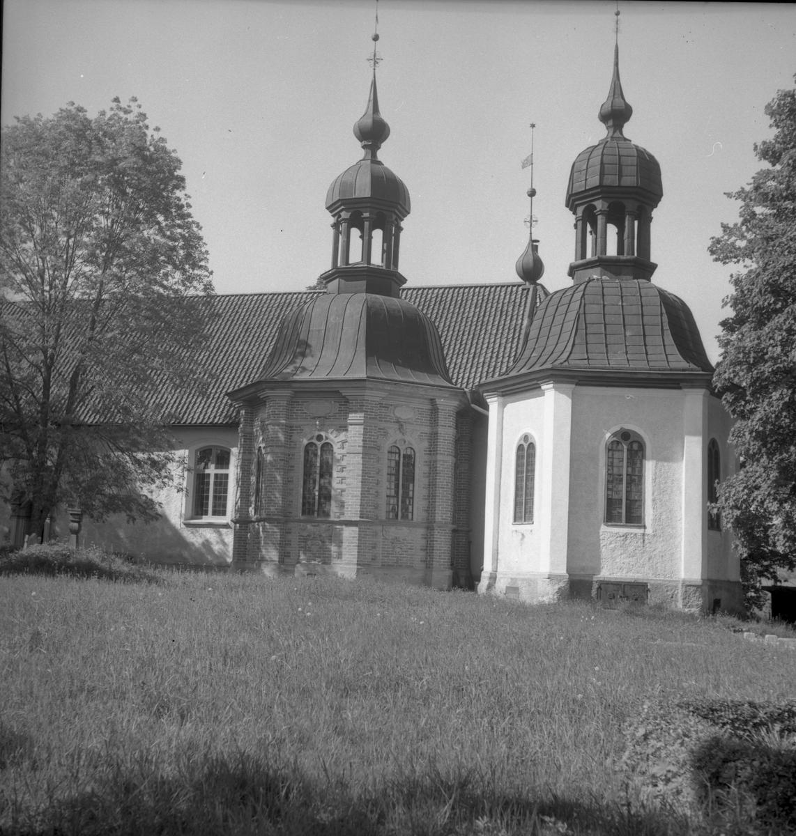 Södermanland i bild. Vadsbro kyrka med de två gravkoren