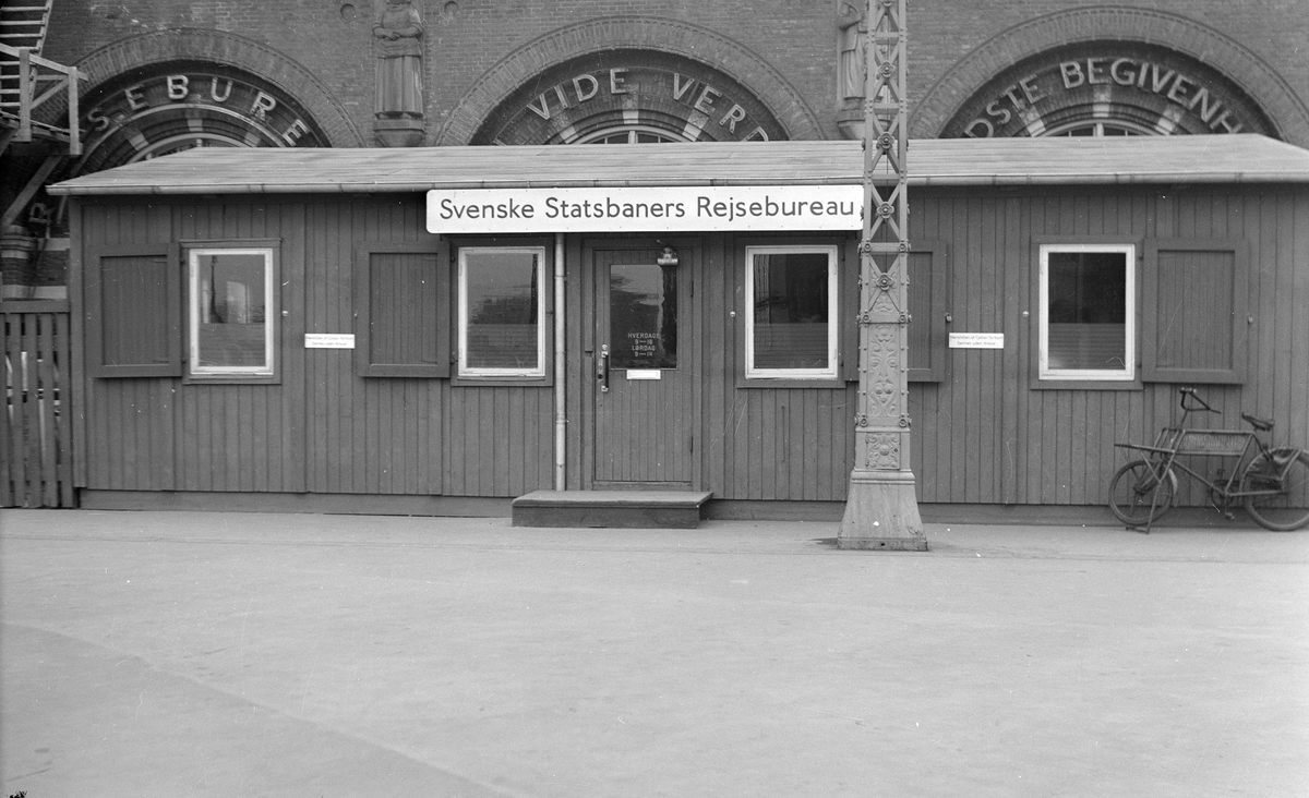 Provisorisk lokal för SJ Resebyrå i Köpenhamn. Barack utanför Köbenhavn H.
