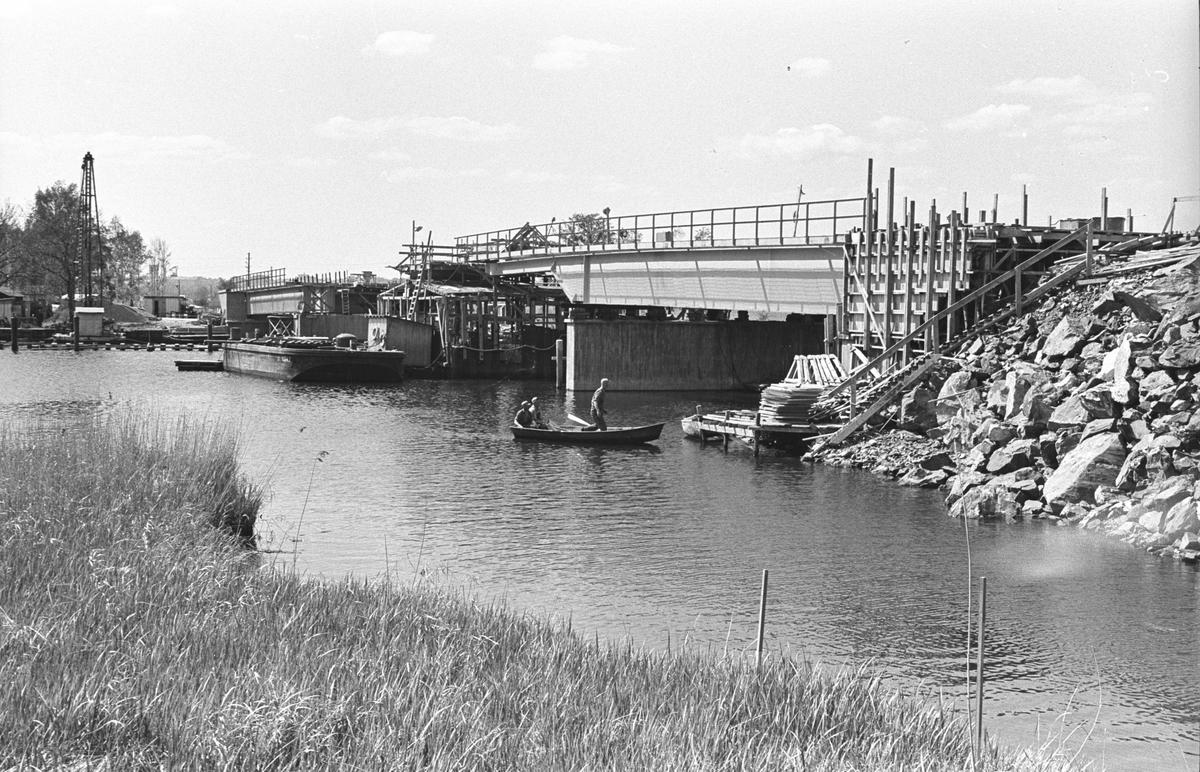 Bygge av kombinerad väg- och järnvägsbro mellan industriområde och Pamphushamnen på Händelö. Industrispår.