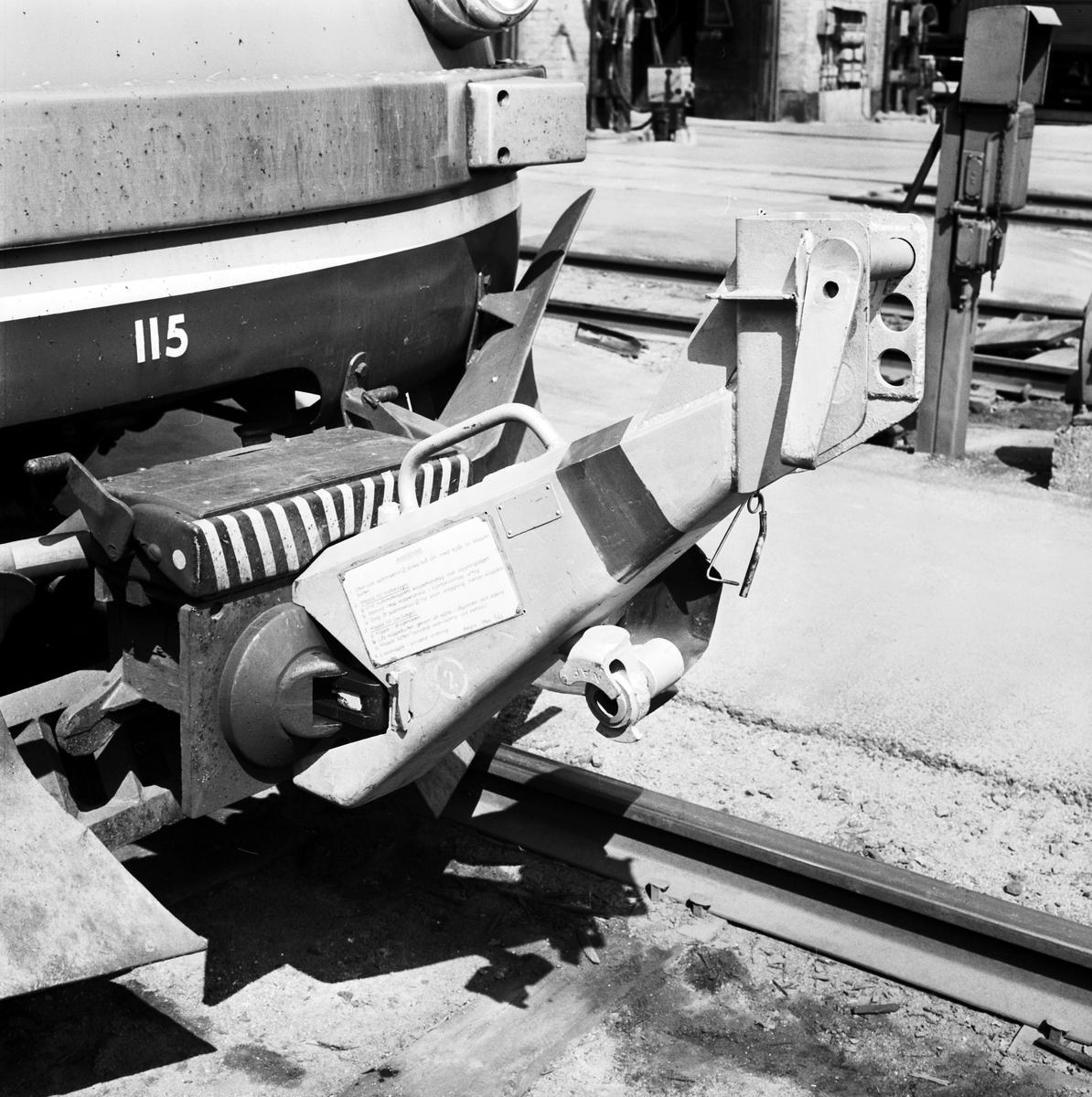 Kopplingsanordning mellan motorvagn och lok med instruktionsskylt
