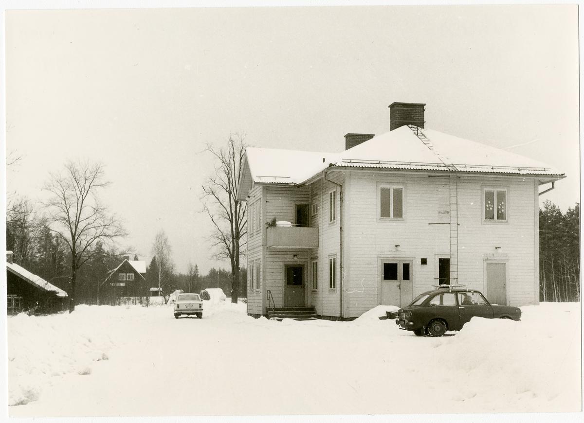 Byvalla stationshus.