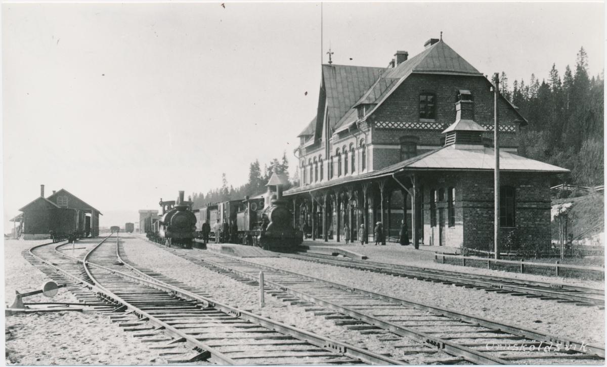 Örnsköldsviks station. Statens Järnvägar, SJ. SJ Kc 331 och SJ Oc 387.
