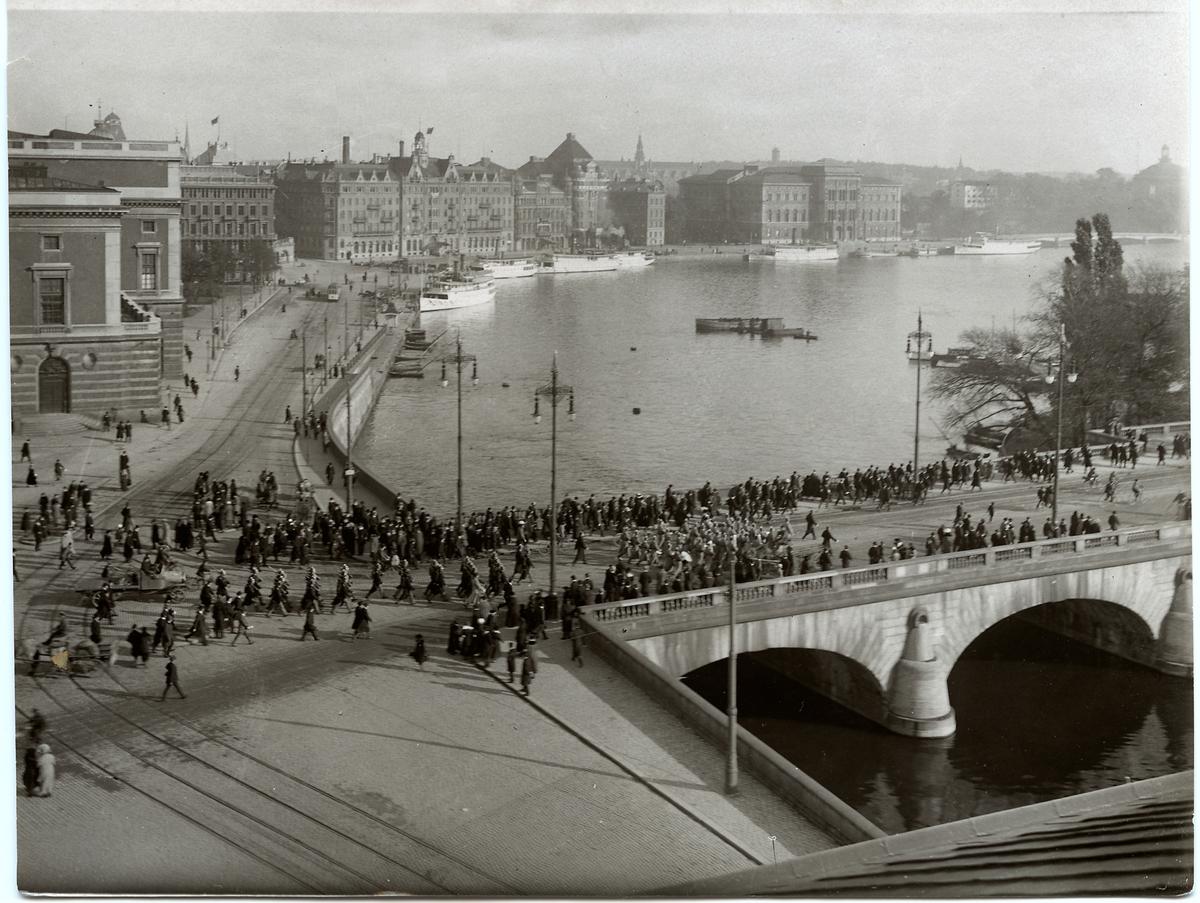 Stockholm  början på 1900-talet. Norrbro, Operahuset till vänster i bild.