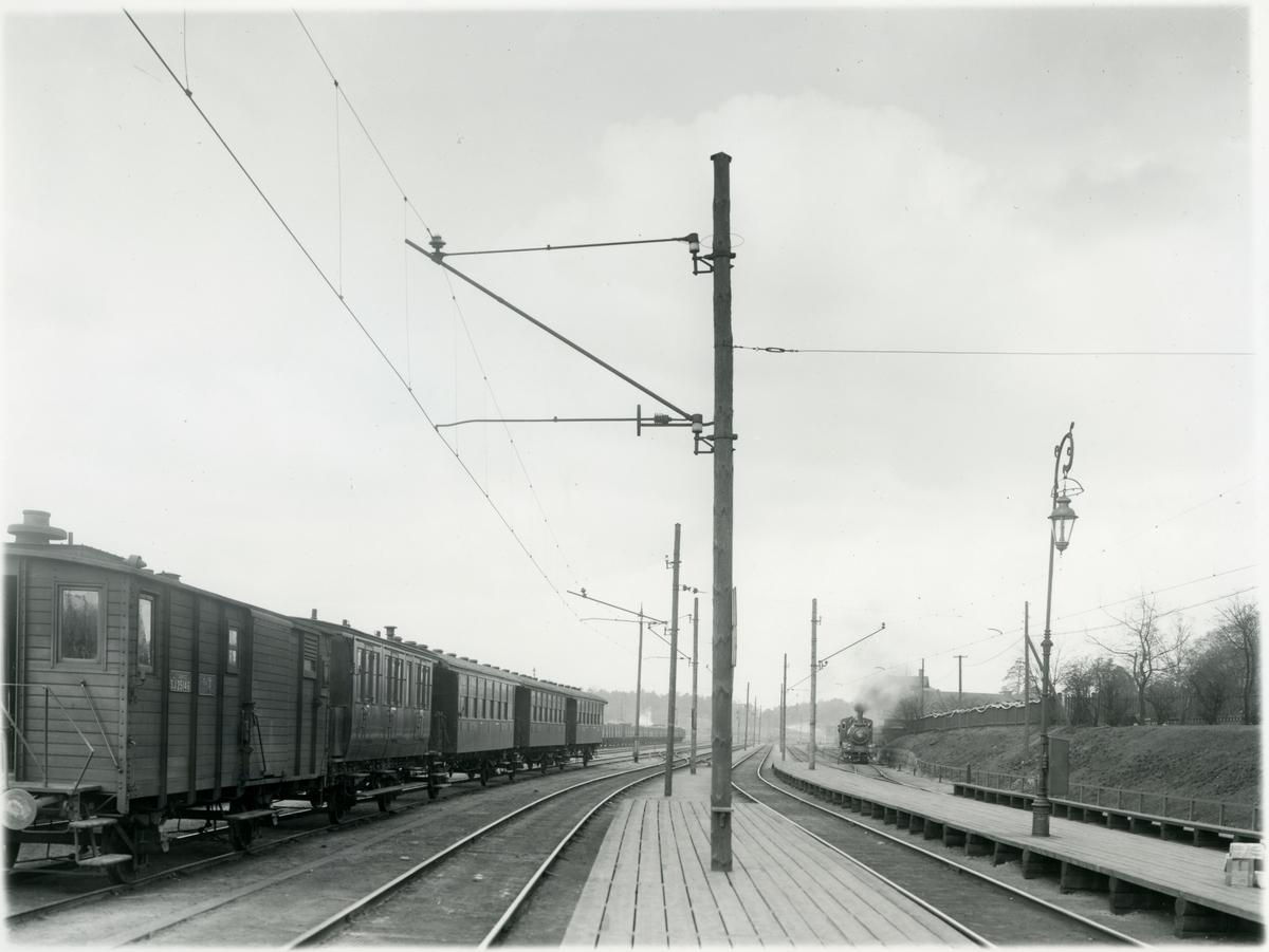Tomteboda station. Statens Järnvägar, SJ F2d 25146. Ångloket är troligen en Ta 662.