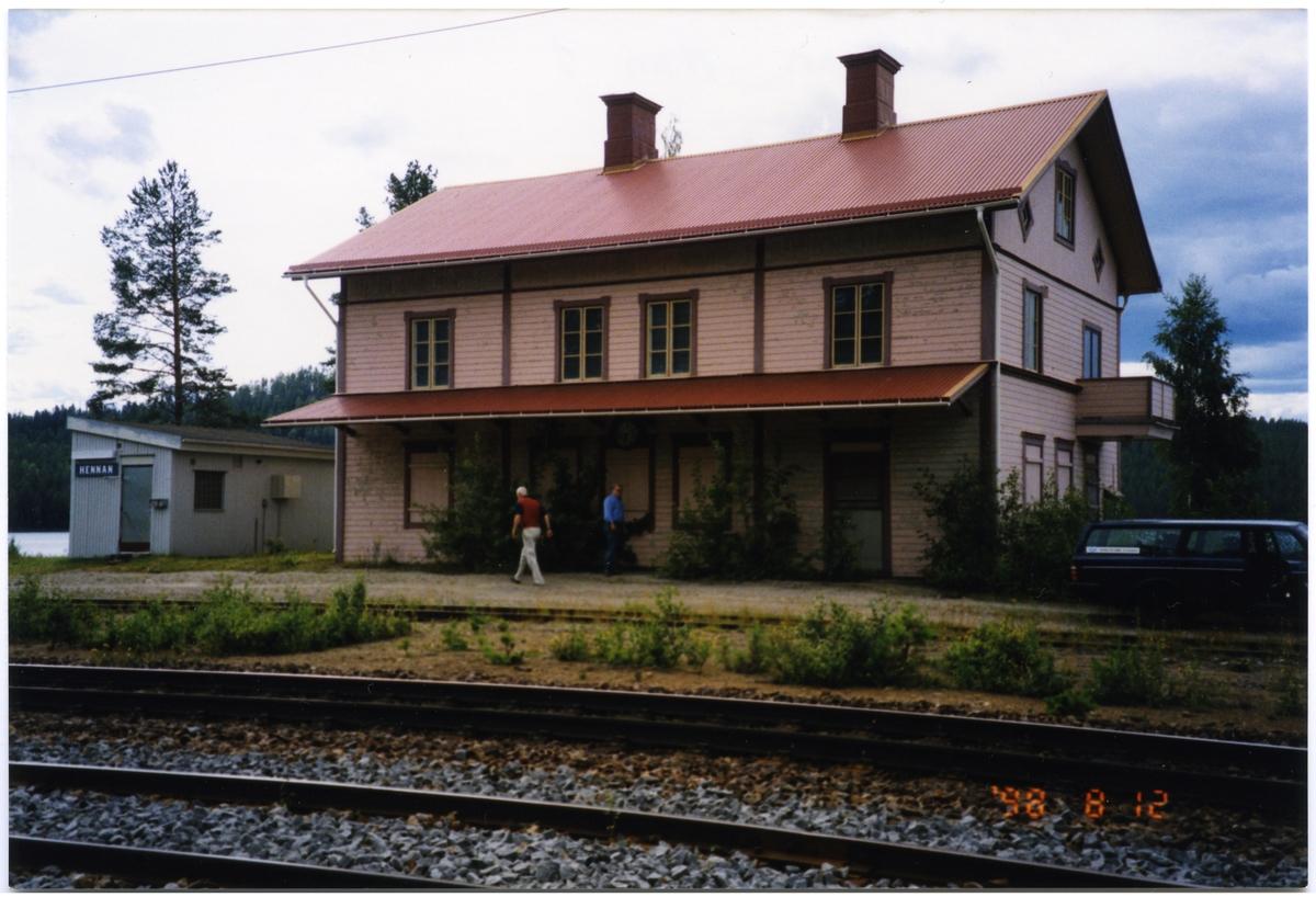 Hennan stationshus.