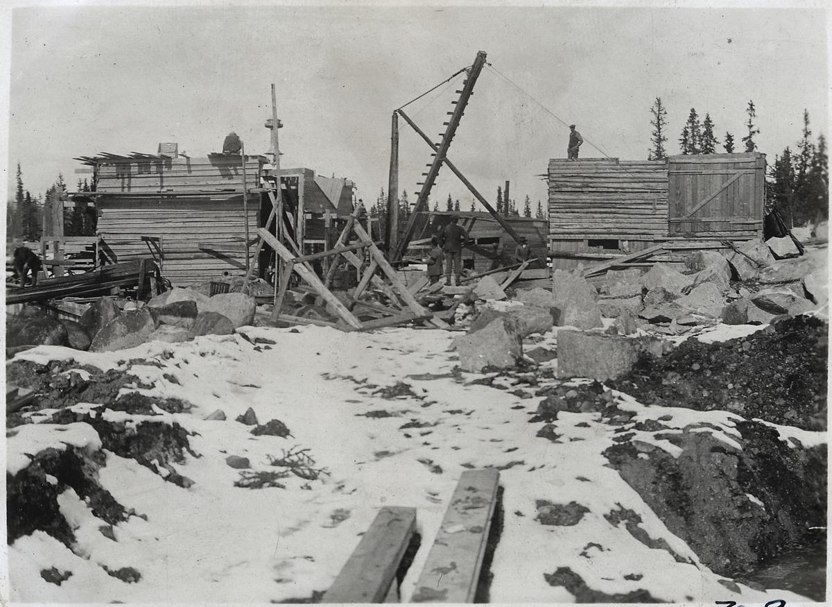 Stenvalvsbro under byggnad över Lillån, strax intill Lövlidens station.