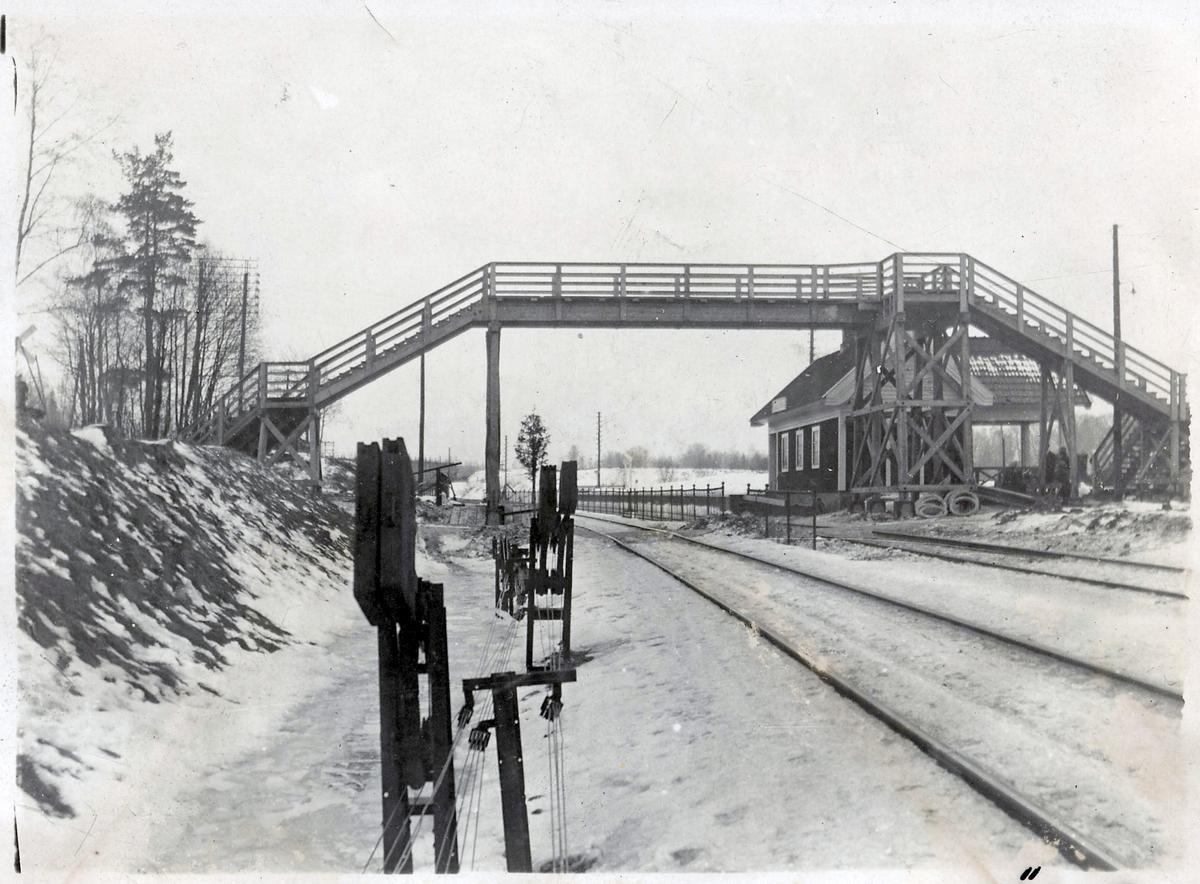 Gångbro vid Adolfsberg.