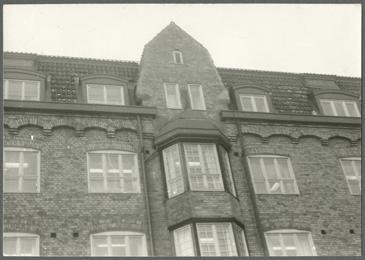 Fasad på kontorsbyggnad i Tomteboda.