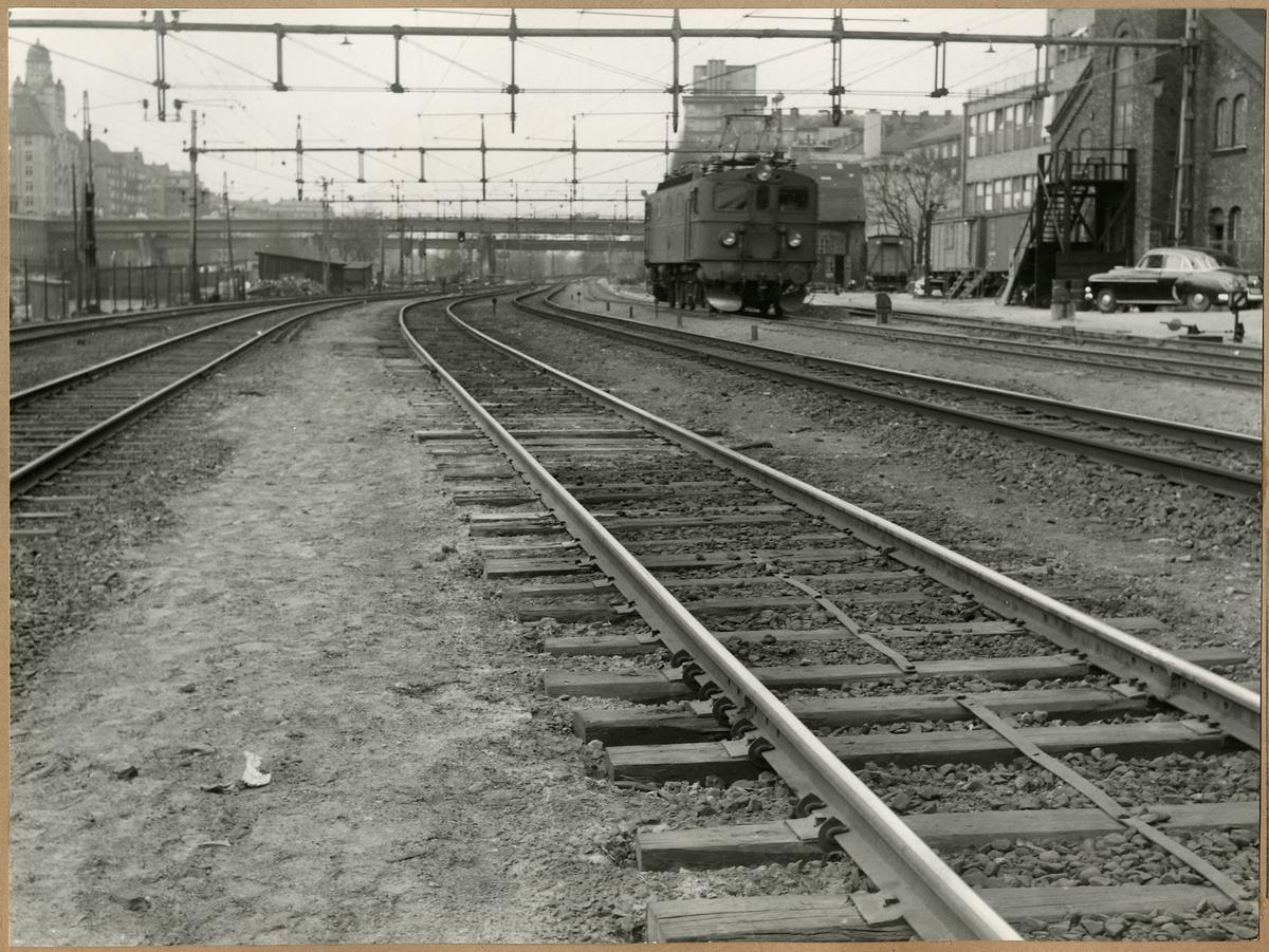 Järnvägsspår med rälsvandringshinder Fair T, här på Stockholm centralstation.