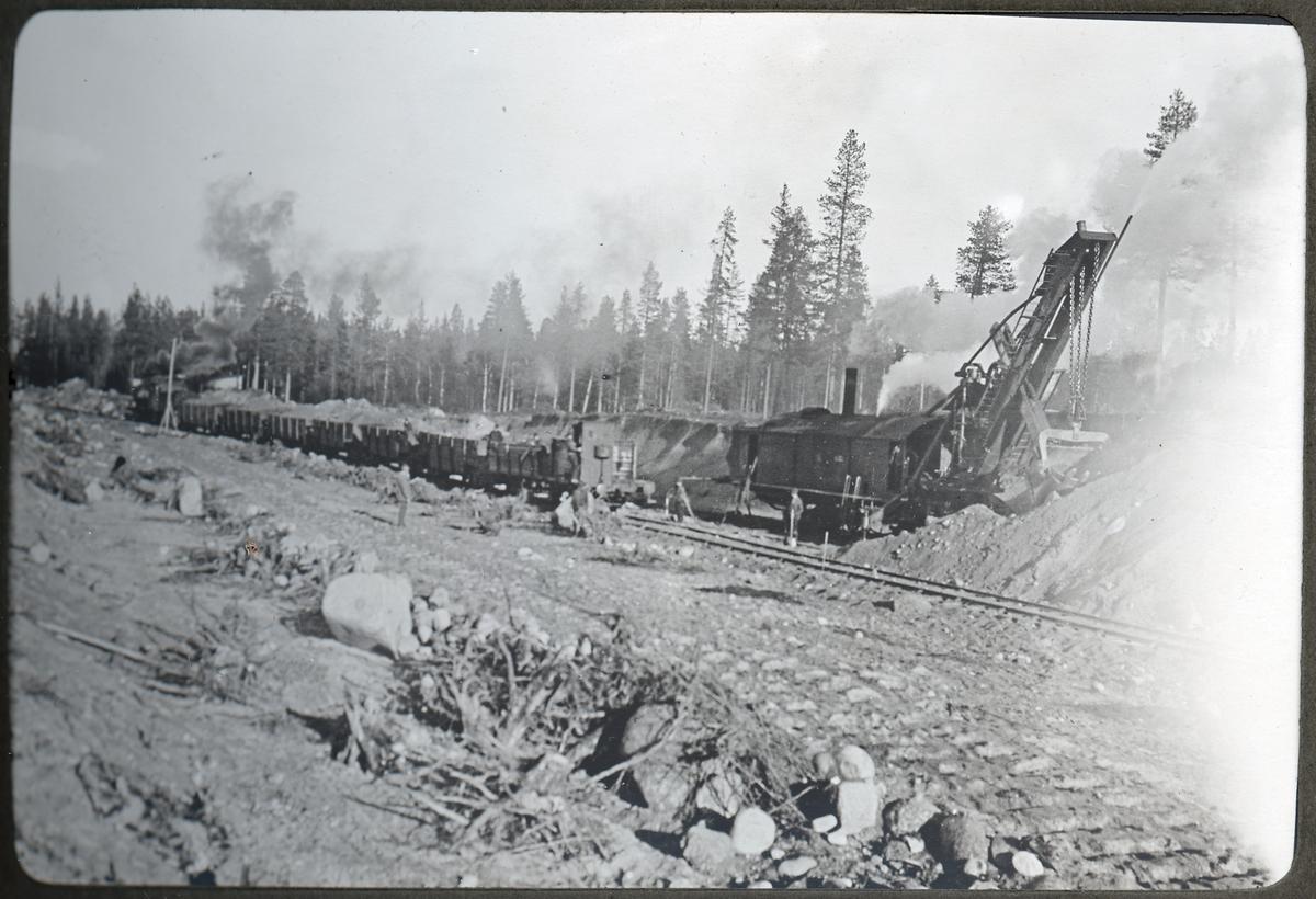 Lycksele grusgrop, grävmaskinarbetet.