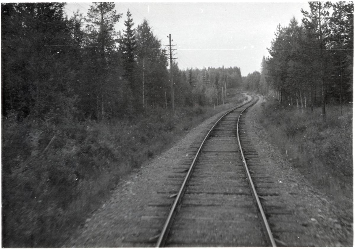 Vy äver järnvägsspåret någonstans på sträckan Vansbro - Särna - Mora - Älvdalen.