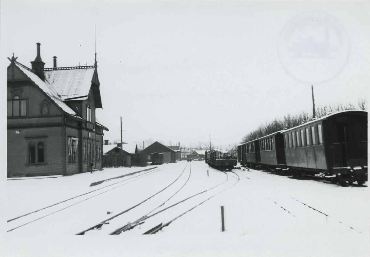 Jönköping östra. Jönköping - Gripenbergs Järnväg Trafiken är nedlagd sedan 1935-09-01. Nu väntar upprivningen av järnvägen.