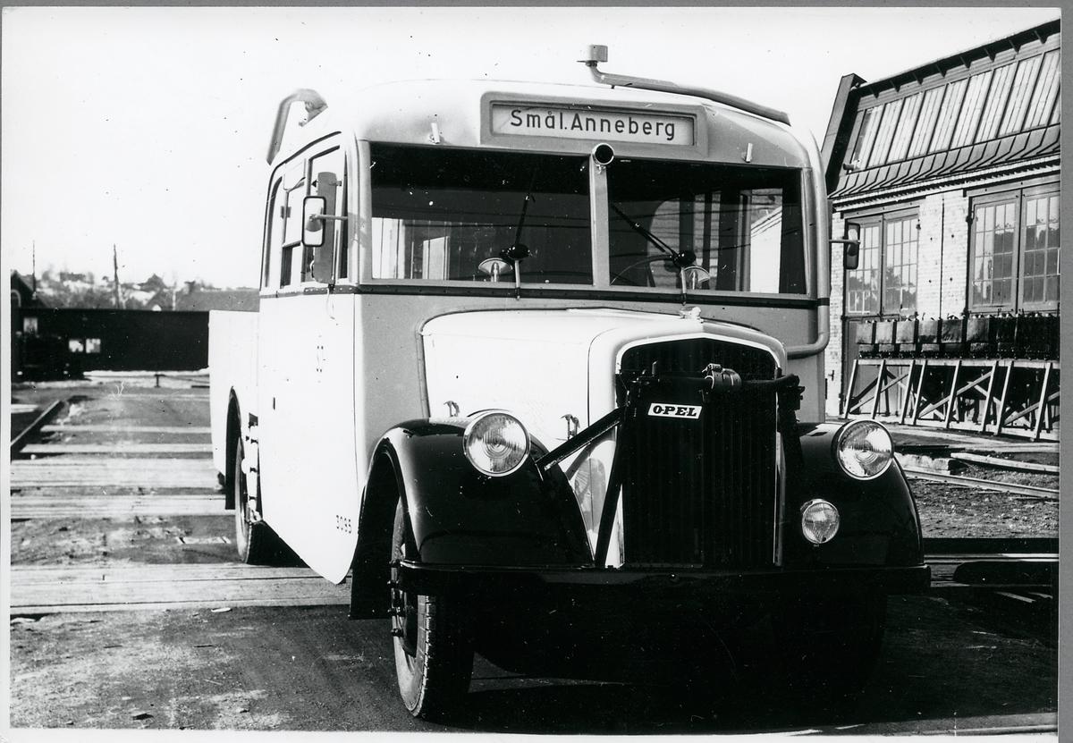 Statens Järnvägar, SJ buss 3095, kombinerad buss och lastbil, med destination Smålands Anneberg.