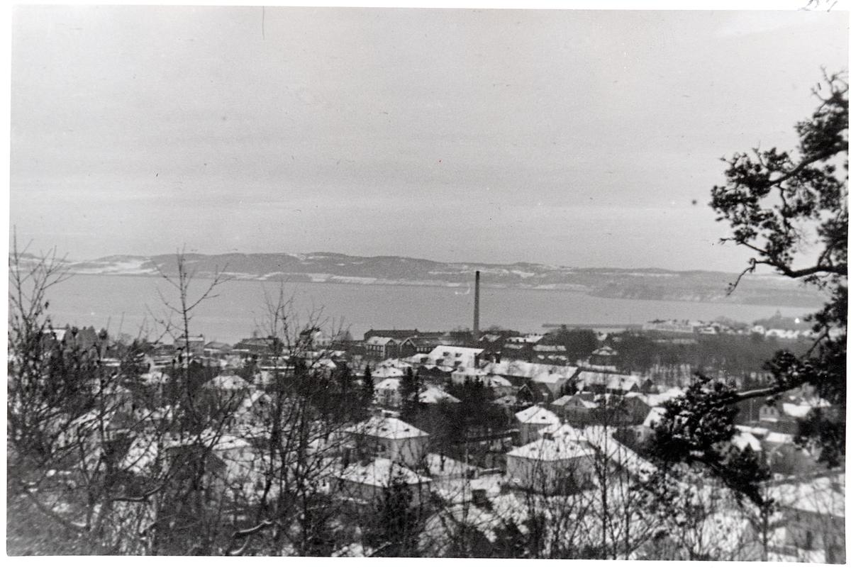 Jönköping sett från ovan. Skorstenen i mitten tillhör Svenska Tändsticksfabriken.