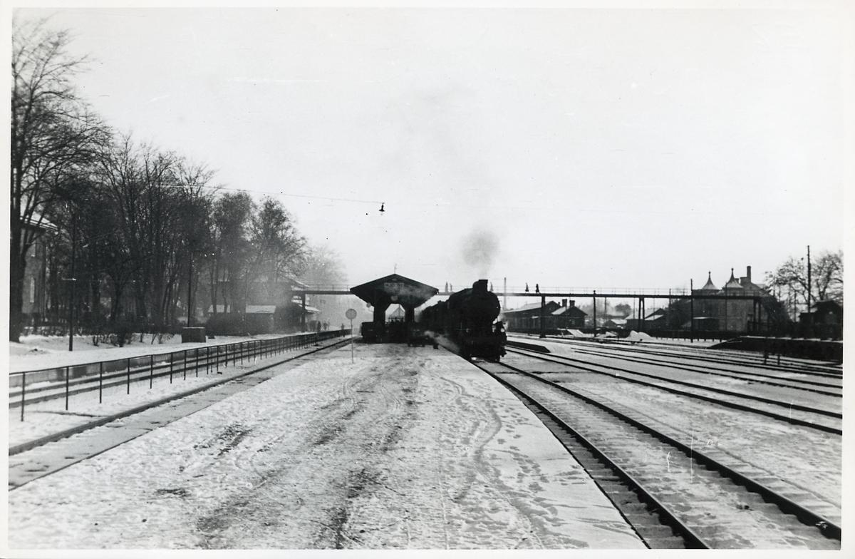 Ett Statens Järnvägar, SJ A-lok med tåg mot Motala, Hallsberg.