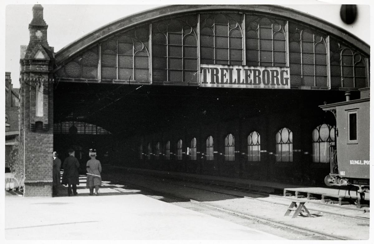 Trelleborg central. Postvagn 857.