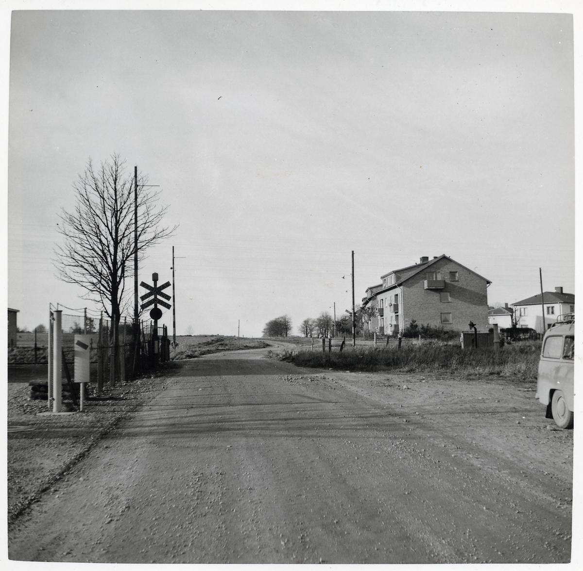 Järnvägsövergång vid Byavägen.
