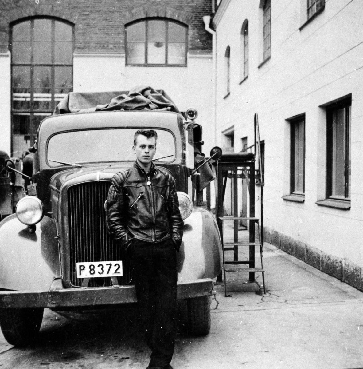 Kent Josefsson framför Alingsås Bryggeris lastbil.