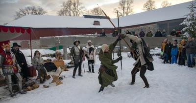 Kong Haakon VI var tilstede i borggården, og hans menn hadde flere kampoppvisninger i kulda.