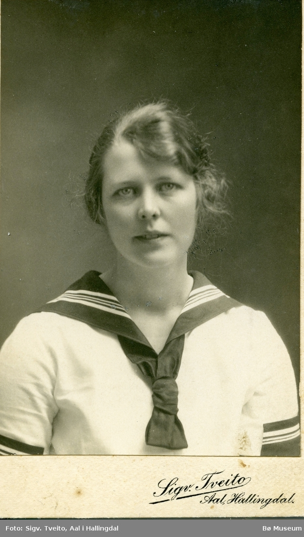 Portrett av Bertine Stavna, Flå i Hallingdal