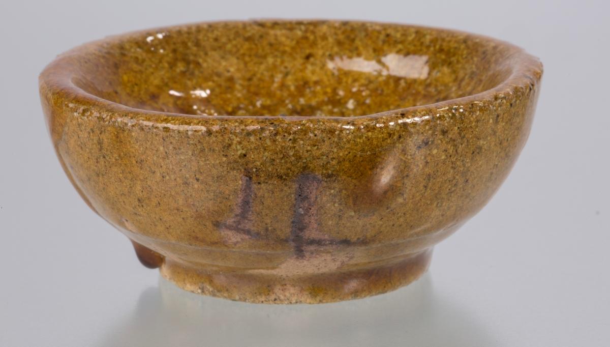 Napel med sølv Vekt: 78,99 g Diameter 6 cm, brun glasur