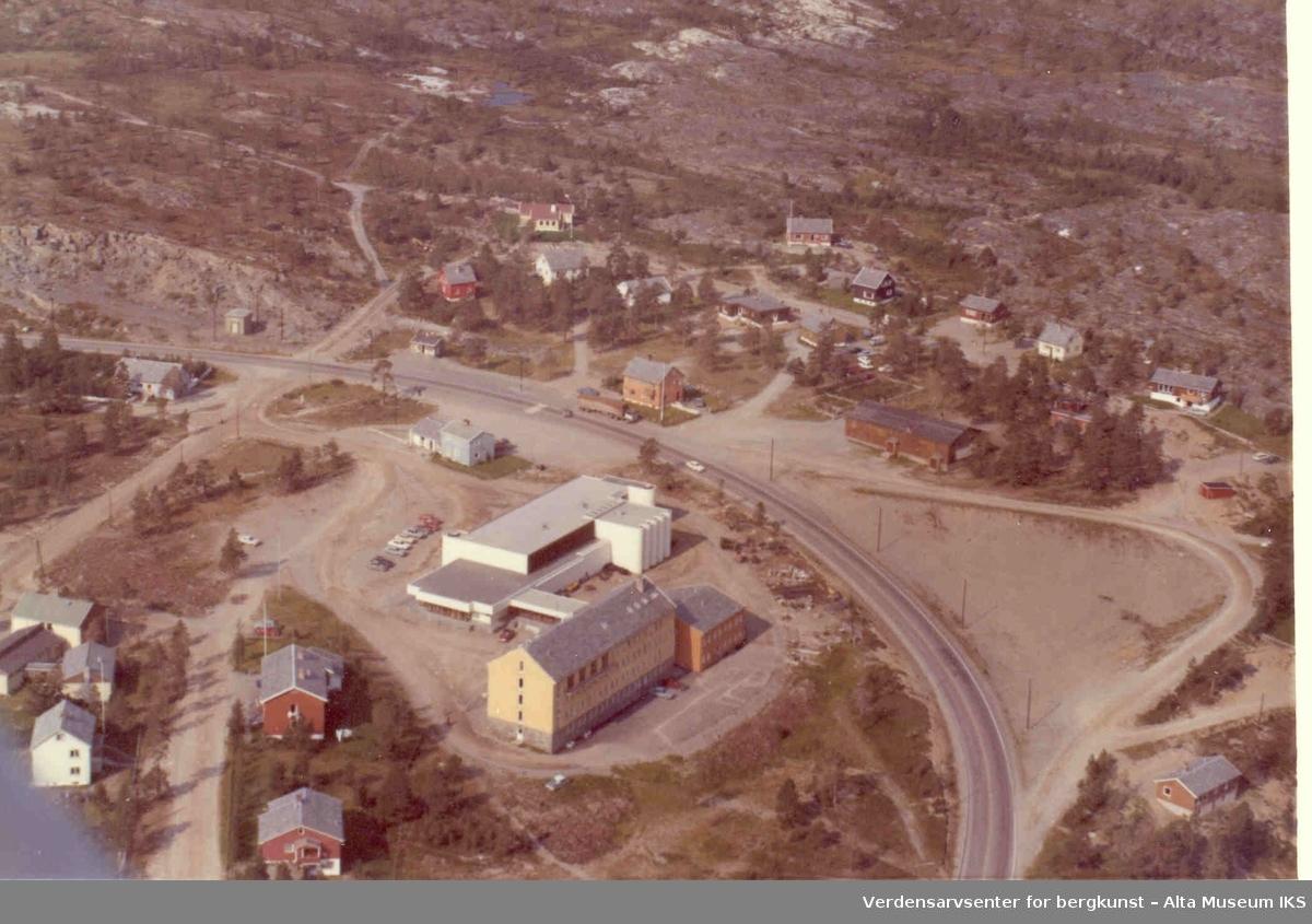Widerøesamlingen. Alta rådhus, Altavein, Komsa, bolighus