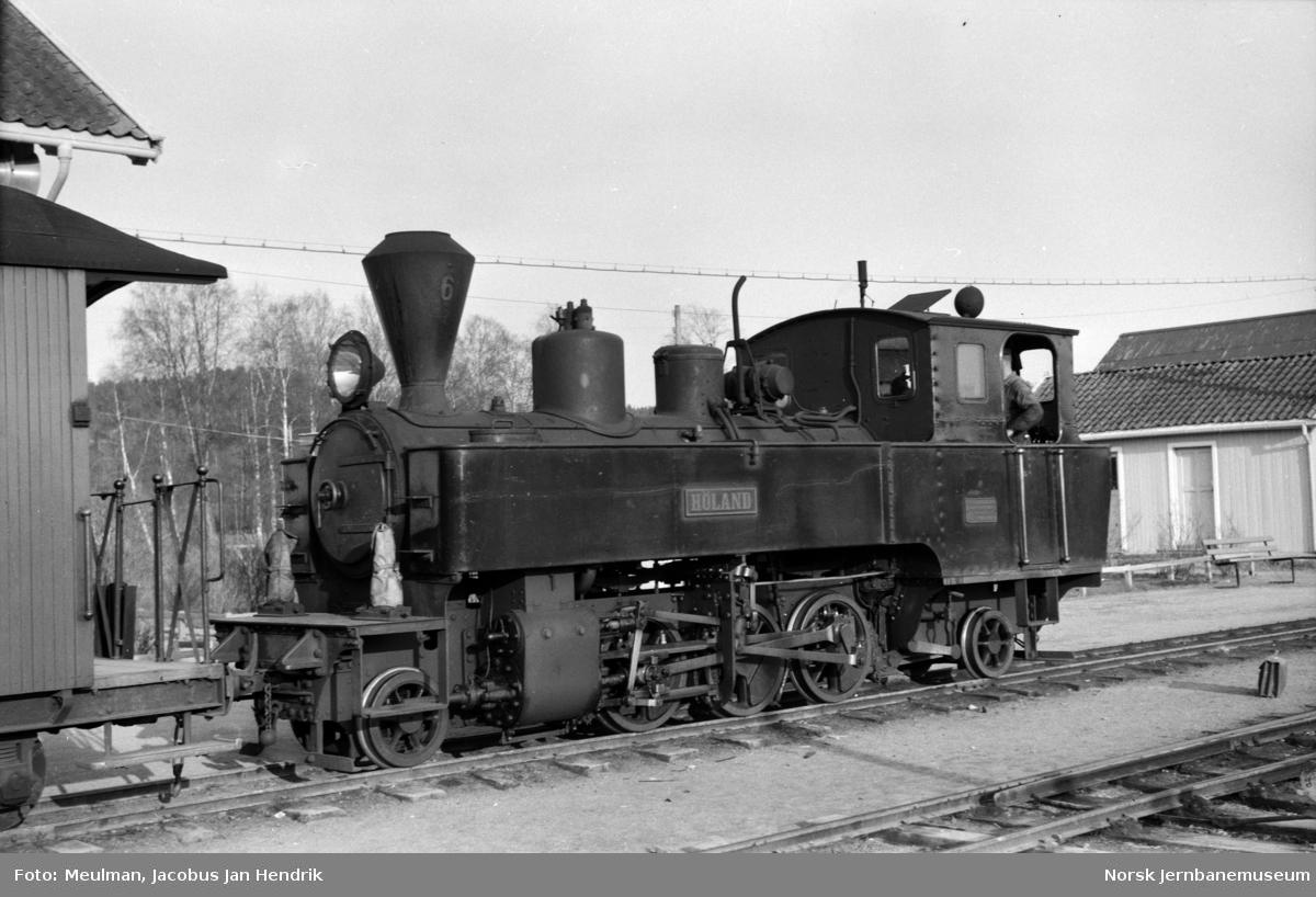 Damplokomotiv type XXIXa nr. 6 Høland  på Bjørkelangen stasjon.