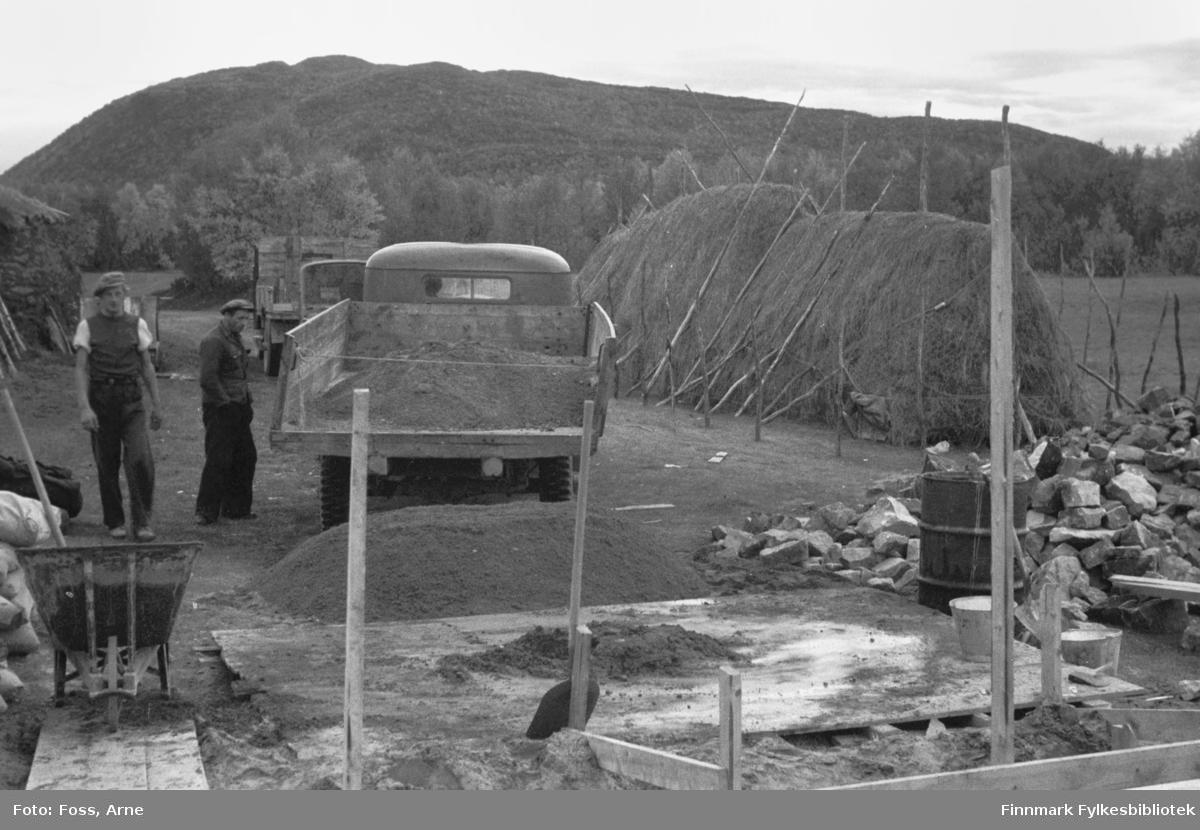 Gjenreisningsarbeid foregår i Tanadalen, august-september 1946.