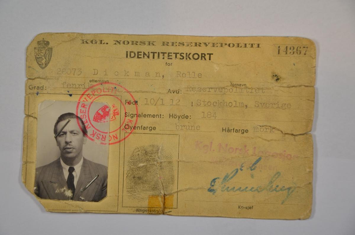 Identitetskort utstedt til fenrik Rolle Dickman av Det Kongelige Norske Reservepoliti, Narvik 1940.