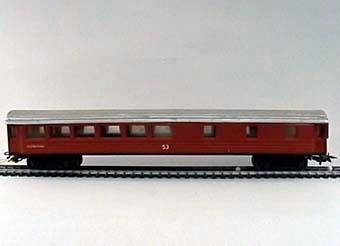 Modell av restaurangvagn Litt Ro3 i skala 1:87, gjuten i brunfärgad plast. Boggier av märke Märklin.  Modell/Fabrikat/typ: Ho