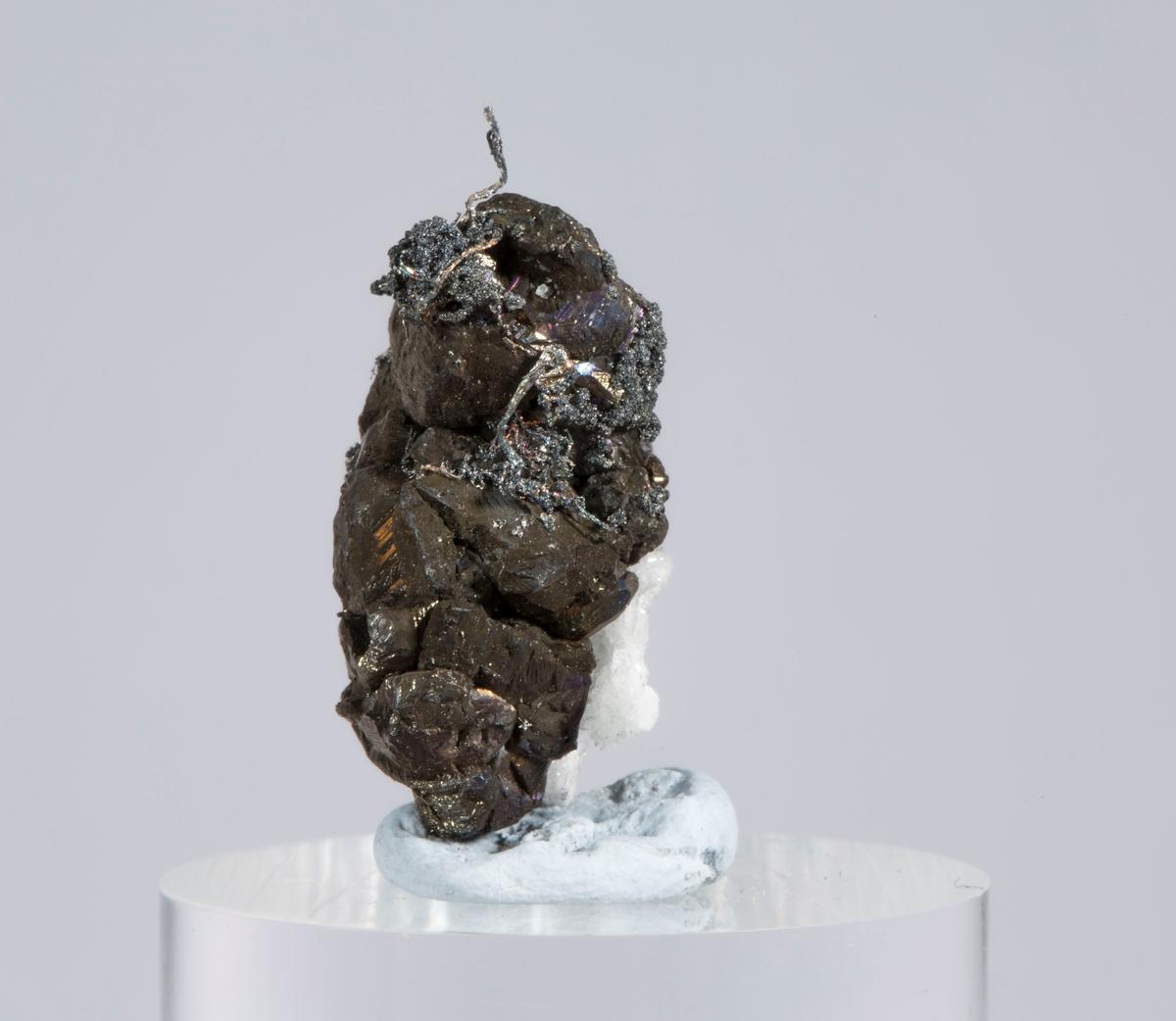Vekt: 6,18 g Etikett i eske: Monter nr. 6, Mildigkeit Gottes gruve jan. 1947 (8 små og 5 små)