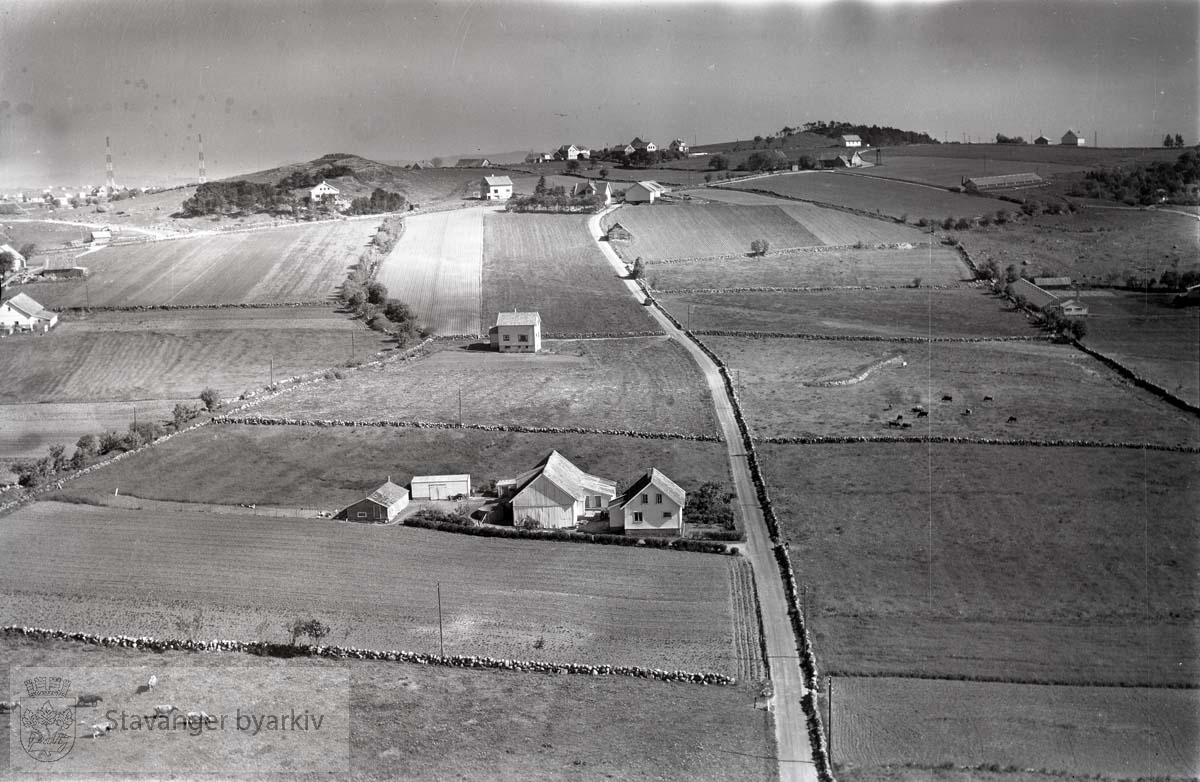 Stavanger ytre. Ullandhaug. Mot nord...Ved Telegrafdirektør Heftyesvei (ikke anlagt i 1959). Området ved UiS..Mot Ullandhaugveien og Limahaugen, (Jernaldergården), til venstre.