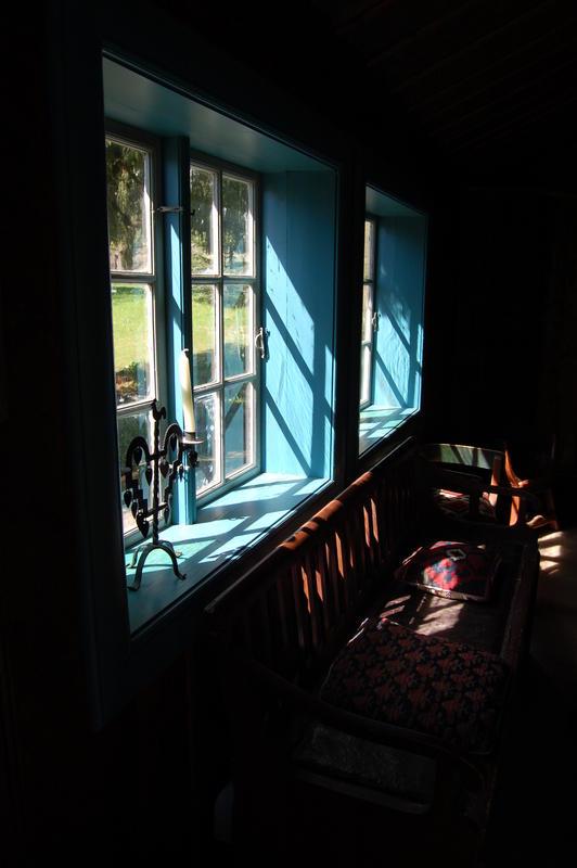 Vinduskarmen i Billingstadstua. Foto: Randi Malm