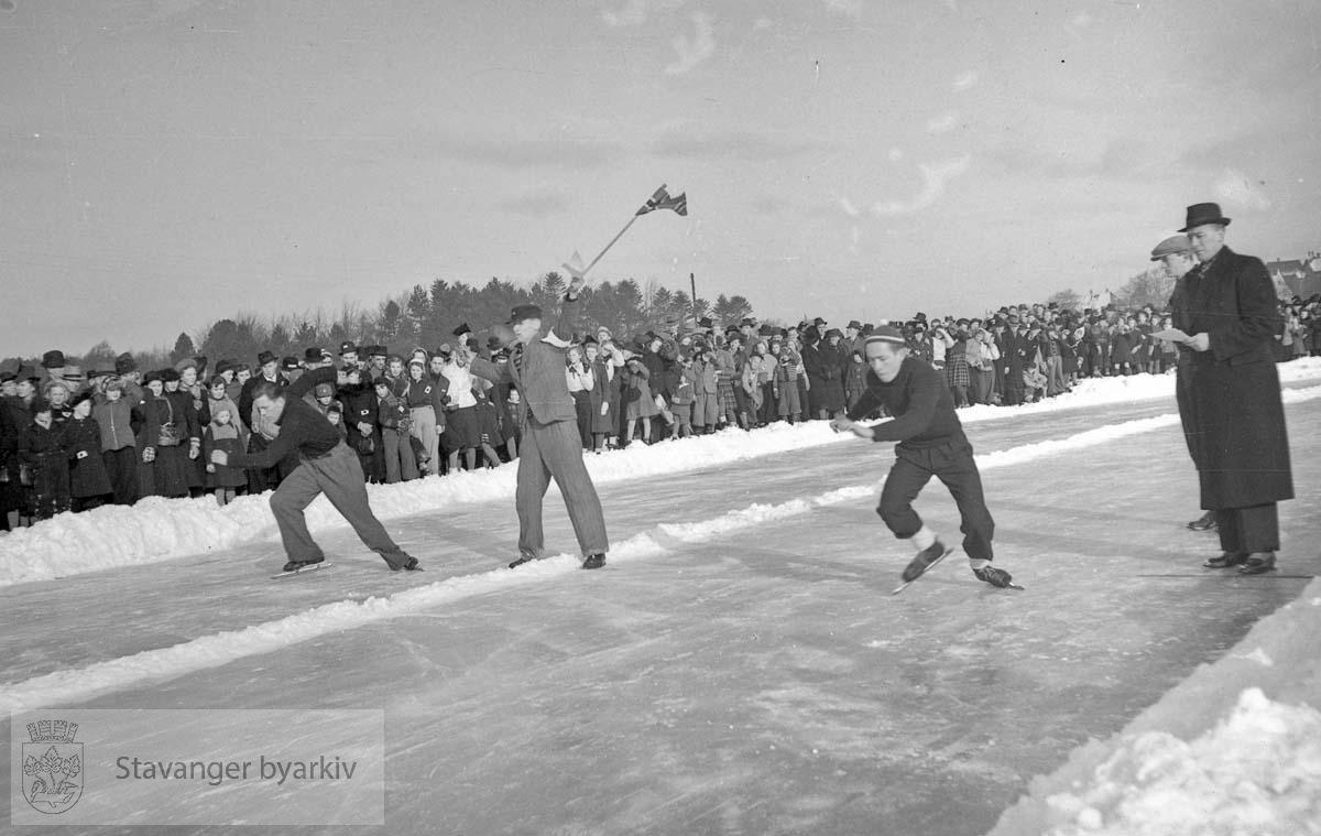 Skøyteløp på Mosvatnet 11. februar 1940.