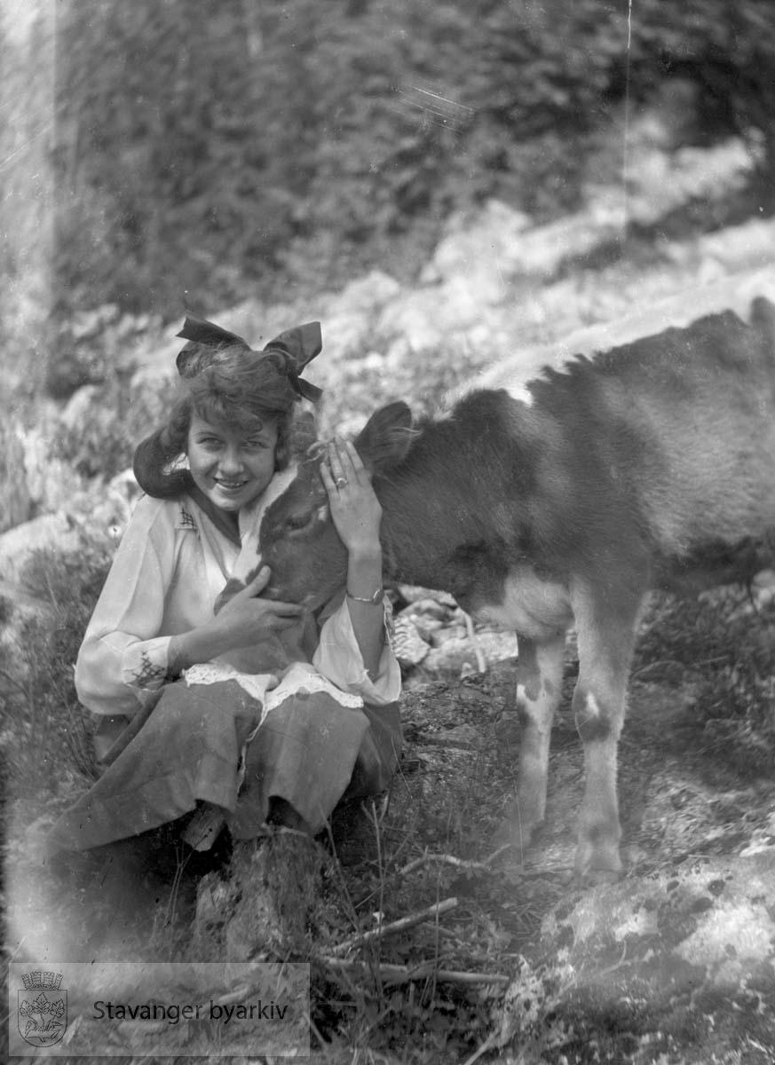 Kvinne og kalv